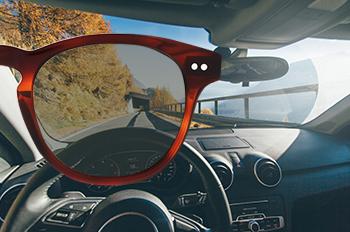 Ao usar lentes solares polarizadas, aumenta o seu conforto e segurança, ao  diminuir o impacto dos reflexos da luz, e ao melhorar a perceção da cor e  do ... 468290479e